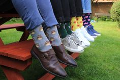 Buy our Animals Socks Gift Box and transform your feet into a zoo! Parrot, elephant, owl and ostrich, step up your sock game with these colourful socks! Elephant Socks, Owl Socks, Valentines Gif, Man Crafts, Sock Animals, Modern Gentleman, Colorful Socks, Gifts For Him, Oxford Shoes