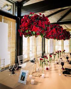 124 отметок «Нравится», 3 комментариев — Свадебное агентство TOPwedding (@topwed) в Instagram: «Шикарные моно-композиции из роз и элегантная сервировка идеально отразили красоту и лаконичность…»