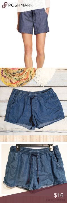 "Old Navy Denim Chambray Elastic Waist Shorts Old Navy Denim Chambray shorts with elastic waist and drawstring tassels. Size medium. 4"" inseam. No modeling. Smoke free home. I do discount bundles Old Navy Shorts"