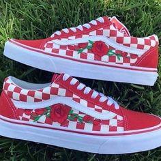 Custom Vans Vans shoes floral vans Old Skool Rose Vans Tenis Vans, Vans Sneakers, Sneakers Workout, Vans Shoes Fashion, Custom Vans Shoes, Floral Vans, Cute Vans, Van Accessories, Red Vans