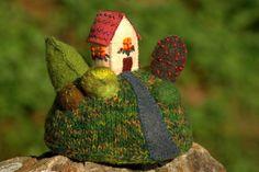 """RESERVEE -""""Home sweet home""""- figurine décorative maison sur la colline, art…"""