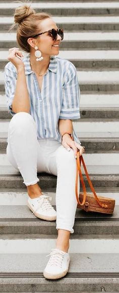 Estilo 10 looks minimalistas y elegantes en verano - Mujer de 10 When do I order and send out my Wed Trendy Summer Outfits, Classy Outfits, Stylish Outfits, Casual Summer Outfits For Women, Womens Jeans Outfits, Casual Outfits Classy, Casual Clothes For Women, Cute Jean Outfits, White Outfits For Women
