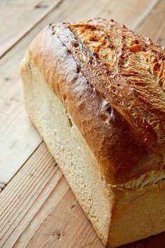 1. GANZES Brot (hier zu stark angeschnitten, aber die dunkle Kruste obendrauf ko... - http://back-dein-brot-selber.de/brot-selber-backen-rezepte/1-ganzes-brot-hier-zu-stark-angeschnitten-aber-die-dunkle-kruste-obendrauf-ko/