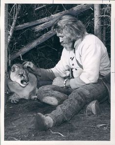 1977 Grizzly Adams' Dan Haggerty & A Lion Wire Photo Childhood Friends, Childhood Memories, Denver Pyle, Grizzly Adams, Mountain Man Rendezvous, 1980s Tv, Awesome Beards, Ol Days, Famous Men