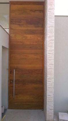 Porta pivotante com pintura Verniz P.U acetinado (Sayerlack) - Ecoville Portas Especiais