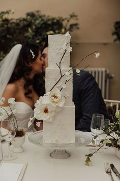 Wedding Inspiration: An Intimate, Minimalist Love Story Inspired by The Lane White Blossom Tree, Blossom Trees, Creative Wedding Cakes, Heirloom Roses, London Instagram, Wedding Breakfast, Bridal Shoot, White Bridal, Simple Colors