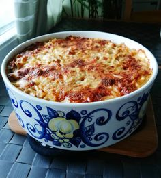 Helppo spagettilaatikko Cheddar, Macaroni And Cheese, Curry, Ethnic Recipes, Food, Red Peppers, Mac And Cheese, Curries, Cheddar Cheese