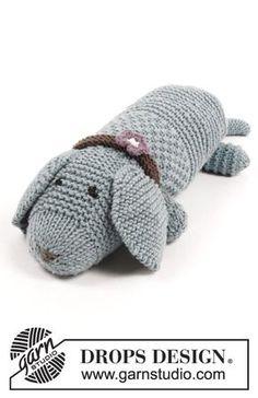 Jouet au tricot, chien au point mousse et point de blé, avec collier. Se tricote en DROPS Big Merino.