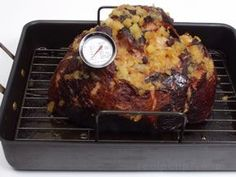 Boiling ham is a moist heat method of cooking. It is also a healthy method of cooking ham because no fat is added. Learn how to boil a ham. Ham Cooking Time, Cooking Tips, Cooking Recipes, Barbecue Smoker, Bbq, Grilling, Ham In The Oven, Kitchen Cheat Sheets, Fresh Ham