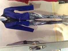 Calza animal en azul con detalles de lentejuelas (Tori Aranguren), blazer en varios colores