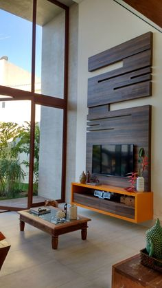 painel de tv sala pé direito alto