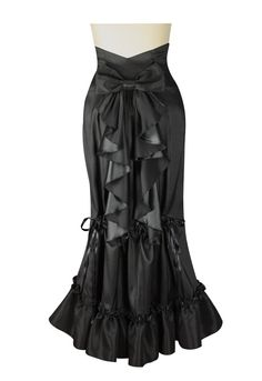 Not that this part of my anatomy needs any embellishment, but this Adjustable Bustle Skirt by Amber Middaugh is lovely!