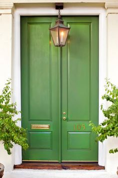 Front Door Paint Colors - Want a quick makeover? Paint your front door a different color. Here a pretty front door color ideas to improve your home's curb appeal and add more style! Design Exterior, Exterior Paint, Interior And Exterior, Exterior Doors, Interior Ideas, Interior Inspiration, Green Front Doors, Front Door Colors, Porta Colonial