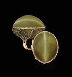 The Largest Catseye Gemstone A magnificent 282 carat natural beryl catseye. Cats Eye Ring, Love Ring, Gems And Minerals, Jewelry Trends, Ring Designs, Gemstone Jewelry, Fine Jewelry, Jewellery, Jewelry