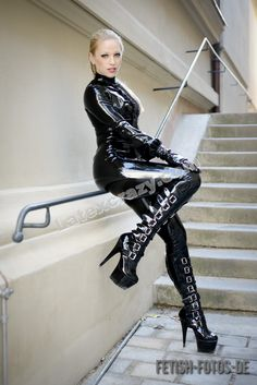 #Latexcrazy #latex shop offer FREE made to measure and chlorinated #rubber fashion for her and him handmade in Germany http://www.latexcrazy.com model Lucy Borgia pic #fetish-fotos