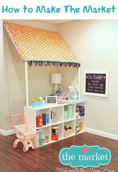 Le jeu de la marchande. Une création DIY fabriquée avec une étagère ikea, des tubes en plastique et du tissu fantaisie.