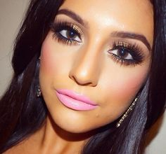 love the eye-makeup, though if only the lips were a neutral colour ..