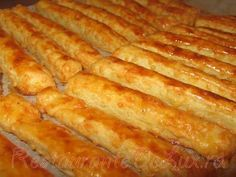 Saratele cu branza Romanian Food, Hot Dog Buns, Cake Recipes, Bacon, Sandwiches, Good Food, Appetizers, Food And Drink, Spicy