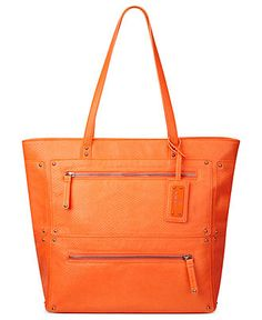 I can picture black rolled up jeans, black polo and this bag and flats in the same color!