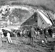 Crowds gather to.see completion of Burrator Reservoir Dartmoor Devon Uk, Devon And Cornwall, Old Pictures, Old Photos, Local History, Family History, Plymouth England, Hidden Places, Nature View