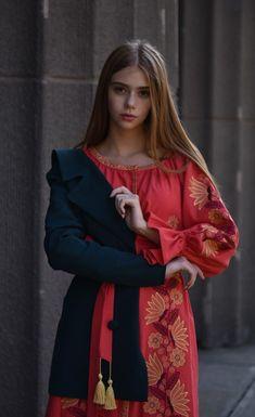 Яскравий та насичений колір чудово пасуватиме вашому теплому настрою.  Купити сукню можна у наших соцмережах a33288e65ad4b