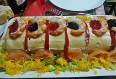 Brazo de Gitano Relleno de Atún y Gambas Sandwich Cake, Sandwiches, Chilean Recipes, Chilean Food, Canapes, Types Of Food, I Foods, Tapas, Sushi