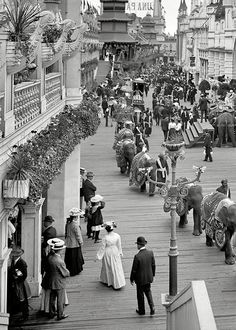 New York circa 1905. Coney Island - Luna Park promenade....wow Coney was ALOT less trashy back then...