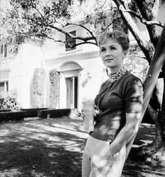 Debbie Reynolds, photographed by Sid Avery Golden Age Of Hollywood, Vintage Hollywood, Hollywood Stars, Classic Hollywood, Hollywood Homes, Debbie Reynolds Carrie Fisher, The Unsinkable Molly Brown, Eddie Fisher, Shirley Jones