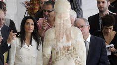 Freepen.gr: Πανηγυρίζει το Λονδίνο για υπαναχώρηση της Αθήνας στο θέμα των γλυπτών  #englishamorality #greekincompetence Actors & Actresses, Something To Do, Acting, Fur Coat, Bring It On, Dresses, Fashion, Vestidos, Moda