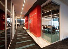 Bakırküre Architects designed the offices of glass manufacturer Şişecam, located in Istanbul, Turkey. Şişecam Headquarters's,is located at İş GYO Office Space Design, Workplace Design, Office Designs, Industrial Companies, Clinic Design, Open Office, Office Interiors, Interior Office, Architect Design