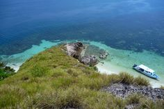 Another view from the low summit of a deserted island near Pulau Tioman, Malaysia Bluesails Sportfishing Pins www.bluesailsrompin.com