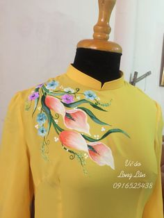 Fabric Painting On Clothes, Fabric Paint Shirt, Paint Shirts, Painted Clothes, Saree Painting, Dress Painting, Silk Painting, Hand Painted Sarees, Hand Painted Fabric