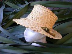 Image result for potae Flax Weaving, Maori Designs, Green Woodworking, Maori Art, Making Ideas, Cloaks, Homemade, Knitting, My Style