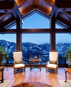 The most beautiful houses in the world. Amazing modern homes, luxury villas and ancient buildings. Aspen Colorado, Colorado Mountain Homes, Small Sitting Areas, Summit Homes, Aspen House, Natural Structures, Ancient Buildings, Bedroom With Ensuite, Victorian Homes