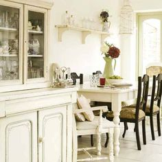 Dining Room INspiration - table and dresser