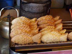 5. 붕어빵 – Boong Uh Bbang (Goldfish Bread) Boong Uh Bbang (Literally goldfish bread) is simply red bean stuffed bread shaped like goldfish! This is a favorite Korean dessert sold on the streets especially in colder weather.    http://www.soompi.com/2013/04/29/do-you-know-your-delicious-but-unhealthy-korean-street-food-part-1/6/