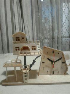 Tree house table clock