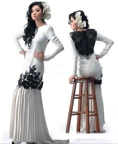 Seleksi kurung moden dengan perincian renda hitam serlah rekaan eksklusif penuh gaya.