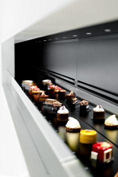 Patisserie Antoine by Studio Atelie*er showcases sweet treats like fine jewelry, mixing food design, architecture and brand experience on the same platform. Pastry Shop, Pastry Art, Fancy Desserts, Chocolate Shop, French Pastries, Cannoli, Pastry Recipes, Cake Shop, Molecular Gastronomy