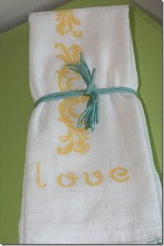 DIY Mother's Day : DIY Stenciled Flour Sack Dish Towels