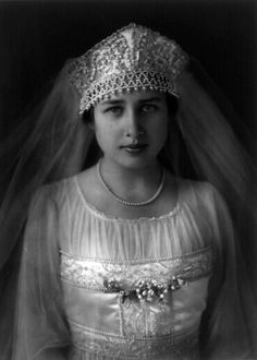 American Eleanor Clay Ford, wife of Edsel Bryant Ford, in her beautiful beaded wedding gown and headdress, 1916.