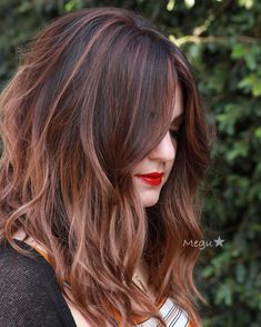 Beautiful layered lob with curtain bangs and dark brunette to soft rose gold balayage color melt Long Bob Balayage, Brown Balayage, Balayage Hair, Balayage Color, Rose Gold Balayage Brunettes, Auburn Balayage, Honey Balayage, Ombre Brown, Rose Gold Hair Brunette