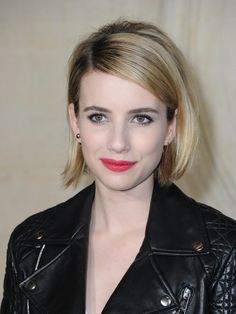 Emma-Roberts For a Different Style: Blunt Bob Haircuts Blunt Bob Hairstyles, Short Bob Haircuts, Straight Hairstyles, Haircut Short, Celebrity Bobs, Celebrity Haircuts, Thin Hair Cuts, Blonder Bob, Fine Hair