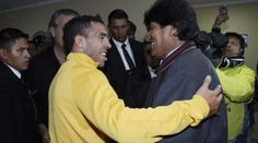 #Bolivia Informa: #Evo regala un poncho a #Tevez - #Fútbol