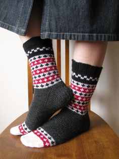 Finnish Socks--pattern Folk Socks by Nancy Bush Knitted Slippers, Knitting Socks, Fair Isle Knitting, Foot Socks, My Socks, Cabin Socks, Lots Of Socks, Lace Socks, Stockings