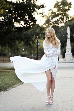 Dress – Chicwish / Lace bra – Tezenis / Shoes – Zara / Phone – Huawei P9 / Lipstick – YSL Beauty.
