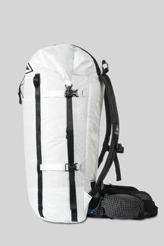 We designed this 40-liter Porter Pack for expert ultralight packrafters, backpackers, thru hikers and climbers. Made from 100% waterproof Cuben Fiber, this ultra-durable, ultralight backpack weighs just 1.9 lbs.