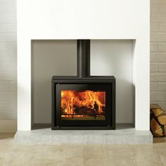 Stovax Riva studio 500 Freestanding wood burning - Defra approved Like it but want less flue on show Modern Wood Burning Stoves, Modern Stoves, Wood Burning Fires, Home Fireplace, Fireplace Design, Fireplaces, Fireplace Ideas, Fireplace Surrounds, Monsaraz