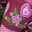 Schultüte HEART HERZ LIEBE LOVE für Mädchen.   Schultüte besticht durch Farbkontraste. Zwei große filigran gearbeitete Herzen zieren den oberen Teil. Mittig auf der Zuckertüte steht der Name des...