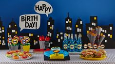 Wendi hamel via betty Crocker Calling all superheroes and defenders of planet Earth! This party is action-packed and takes a page out of your favorite comic books. Monkey Birthday Parties, Pirate Birthday, Birthday Fun, Birthday Ideas, Garden Birthday, Birthday Cake, Spider Man Party, Avenger Party, Batman